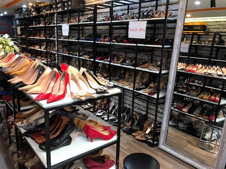 Cửa hàng giày dép nữ cao cấp