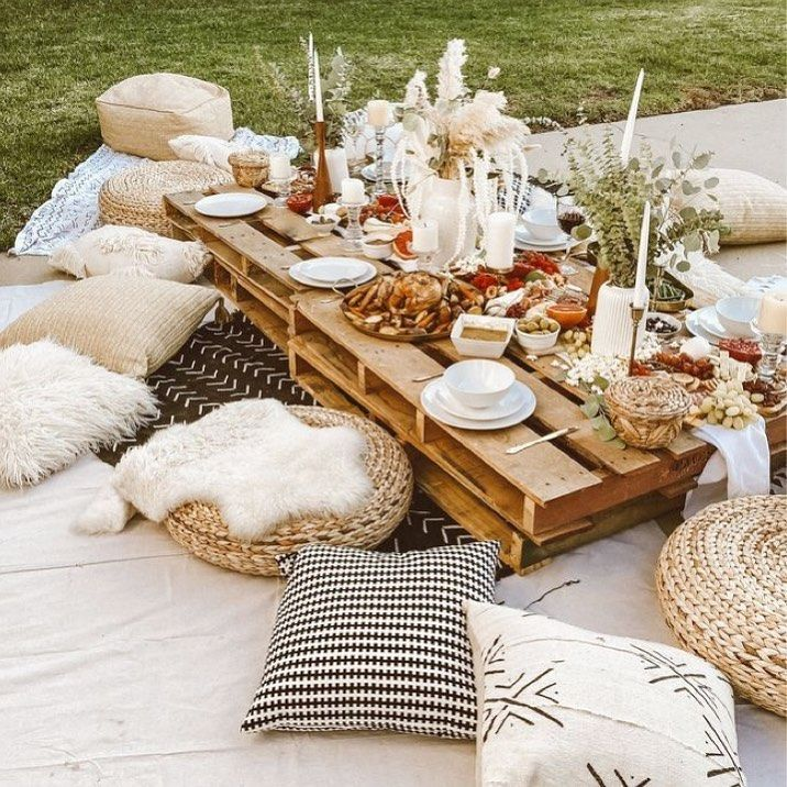 RELAXED BOHEMIAN CHARM