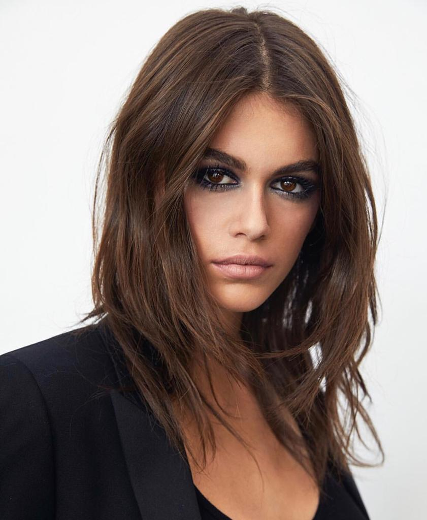 Ela se une a modelo Zoë Kravitz, que atua como embaixadora global da label  no segmento de beleza e empresta seu nome à fragrância Black Opium. a5d2d8d6f1