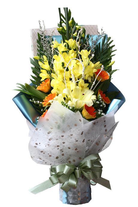 Ảnh có chứa trong nhà, bàn, bầu trời, bó hoa  Mô tả được tạo tự động