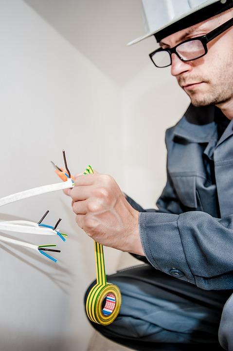 Unser Elektriker ist ein Meister seines Fachs! Brauchen Sie einen Elektromeister, wenn: klopft die Maschine, fehlerhafte Verkabelung, müssen Sie die Steckdosen ändern oder installieren Sie einen Kronleuchter.
