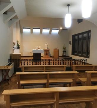 屋内, テーブル, 椅子, 部屋 が含まれている画像  自動的に生成された説明