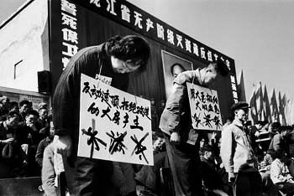 Mao Trạch Đông đã khởi xướng cuộc Cách mạng Văn hóa bằng cuộc tấn công vào các giá trị truyền thống, đã khiến đã hàng triệu trí thức và doanh nhân đó đã bị giết chết một cách oan sai.