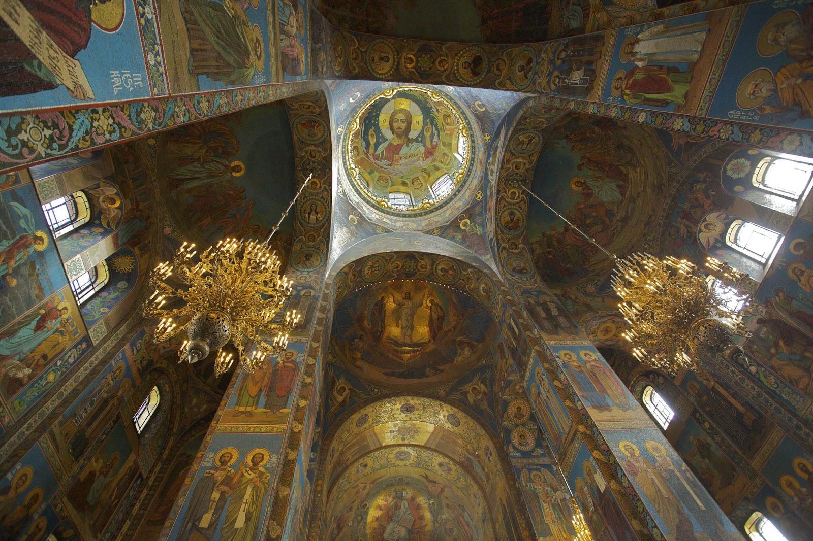 Nhà thờ Đấng Cứu Thế trên Giá Máu ở St. Petersburg, Nga
