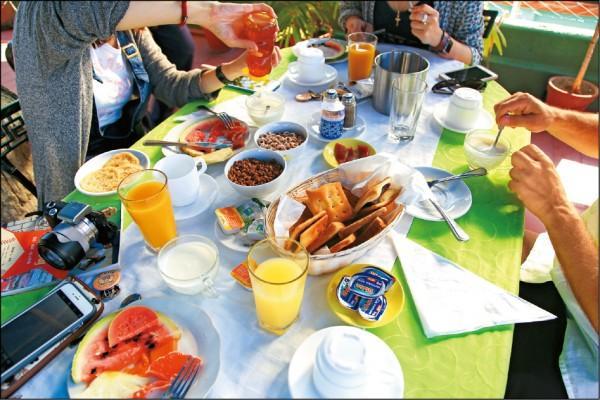 一人5CUC(約新台幣150元),即可在民宿享用古巴式豐盛早餐。