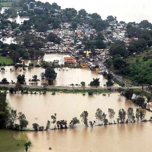 बिहार के सैकडों गांवों में बाढ का पानी hundreds of villages inundated in bihar, major rivers swollen