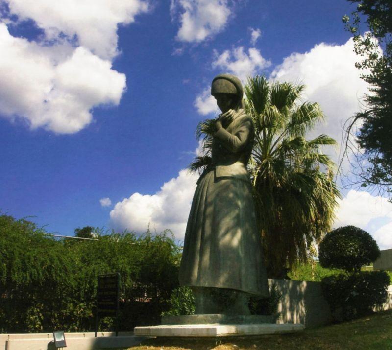 «Η Μάνα» του Χρήστου Καπράλου στη γλυπτοθήκη του  Δήμου Αγρινίου