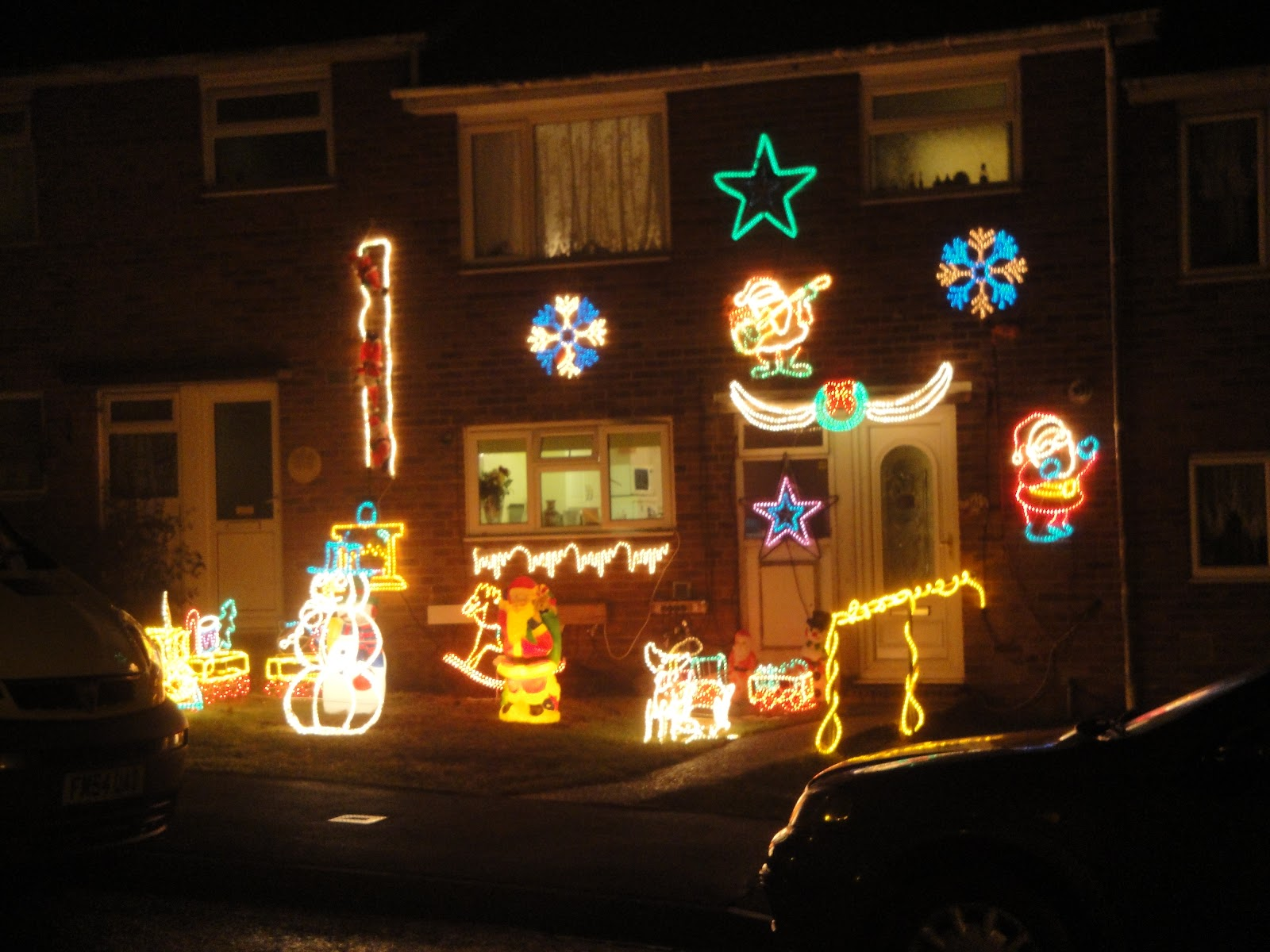 Newport_Furrlongs_top_house_Christmas_decorations_2010.JPG