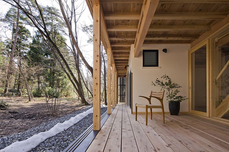 Japanese porch surrounding the house | source: smallhousebliss.com