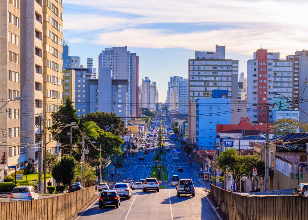 Planos diretores precisam ser revistos de maneira periódica para o fomento de cidades mais igualitárias. (Fonte: Shutterstock)