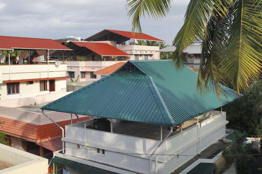 Sân thượng đơn giản cùng tôn cán sóng