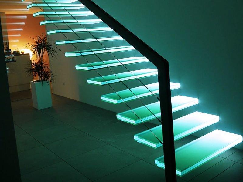 Картинки по запросу стеклянные ступени с подсветкой