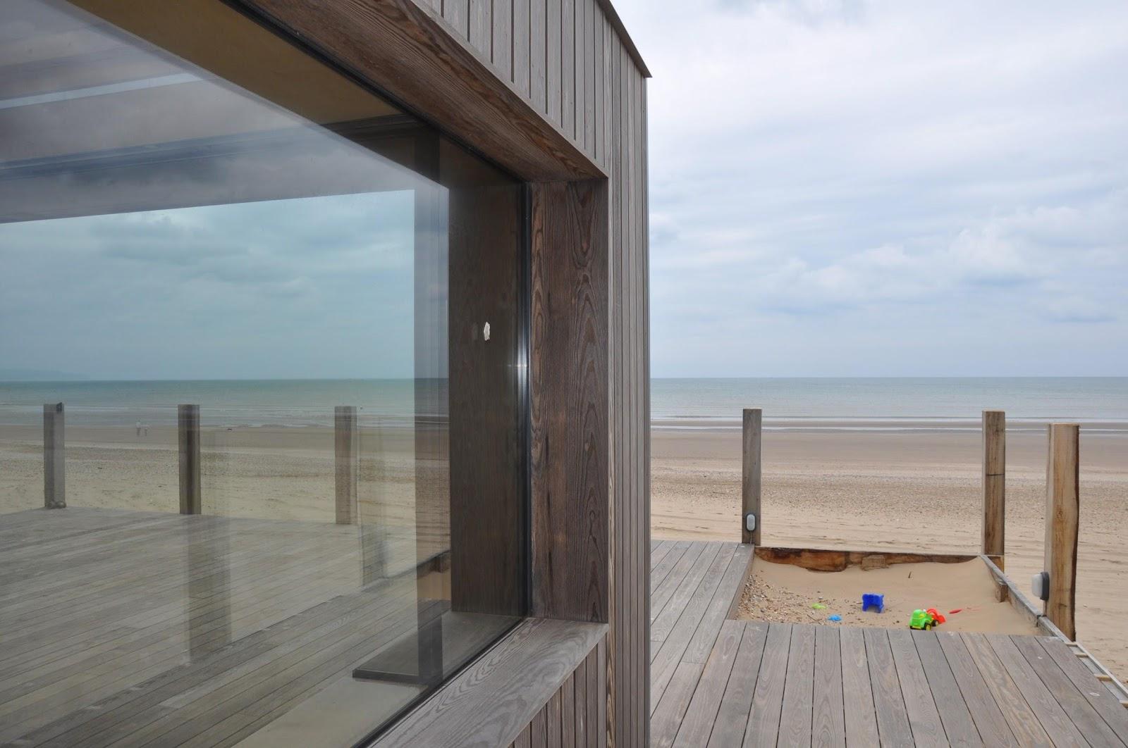 Holzterrasse am Meer