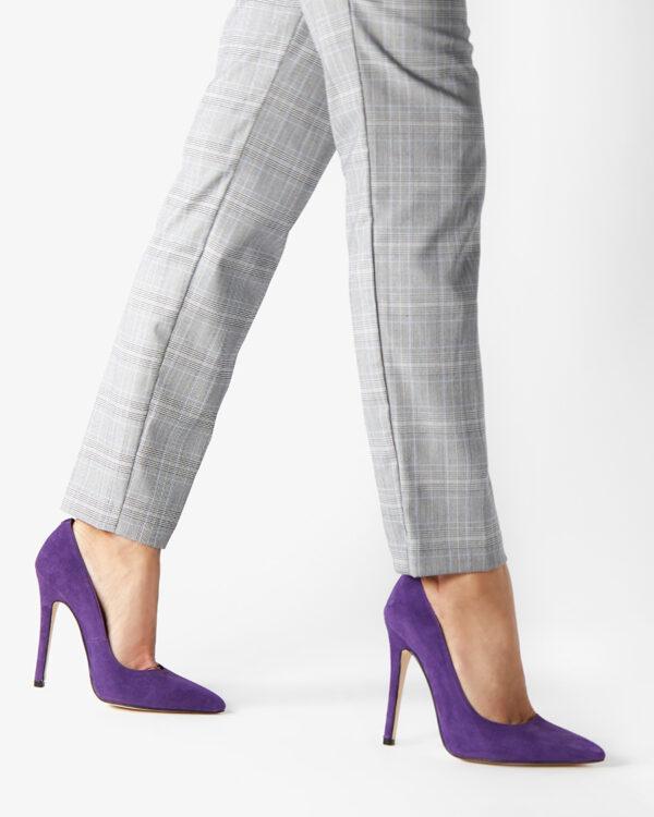 Un pantalón de mezclilla  Descripción generada automáticamente con confianza baja