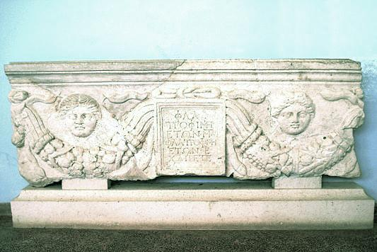 C:\Users\NF\Desktop\MARBLE Tomb Plaque. Nikopolis Museum. Photo Harry Gouvas 04.JPG