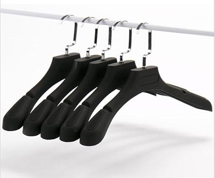 Lựa chọn móc treo quần áo thời trang