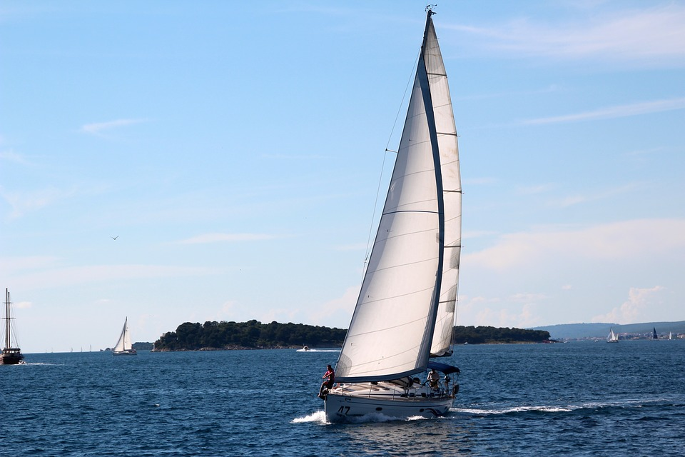 sailing-vessel-1473316_960_720.jpg