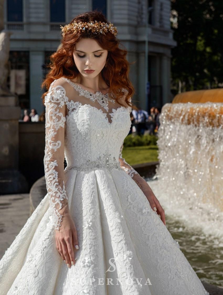 Весільну сукню зі складками фото