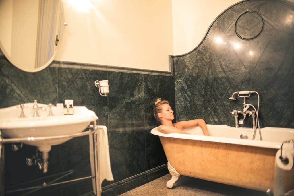 bathtubs for small bathrooms