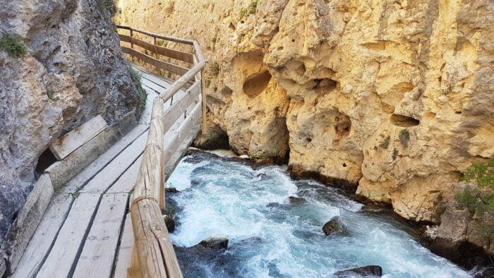 ¿No te parece emocionante ir tan cerca del río? Con estas pasarelas tendrás la sensación de poder tocar el agua