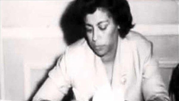 اخترقت صفوف الرجال.. راوية عطية أول سيدة برلمانية فى الوطن العربي