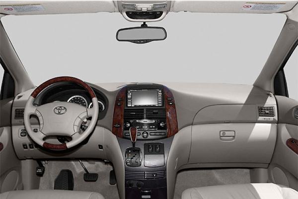 cabin-of-Toyota-sienna-2004