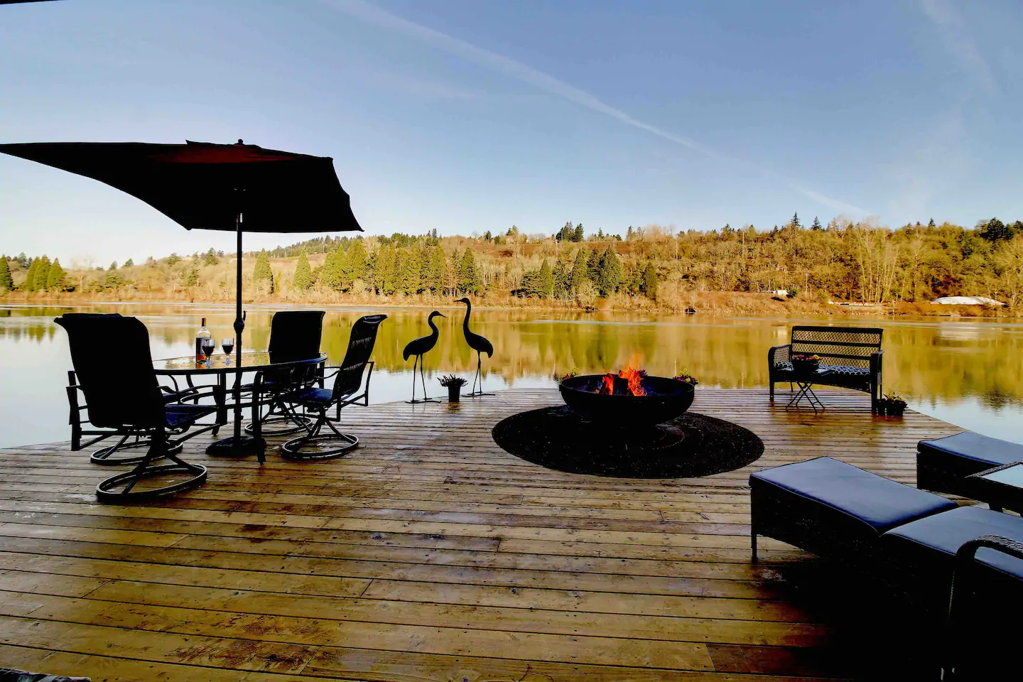 This floating vacation home is located just 15 minutes from downtown Portland.