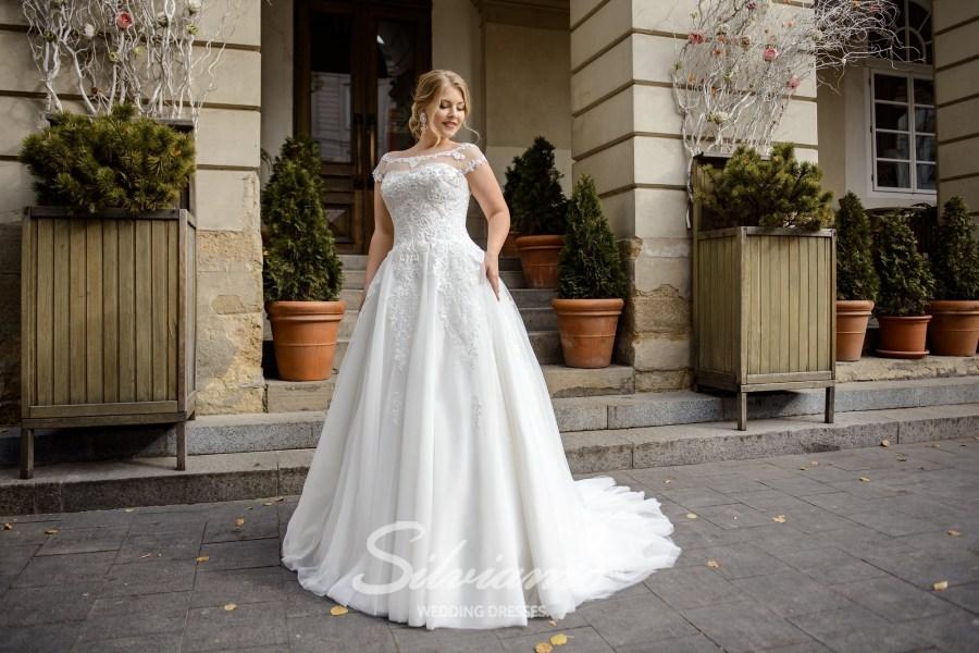Свадебное платье А-силуэта большого размера