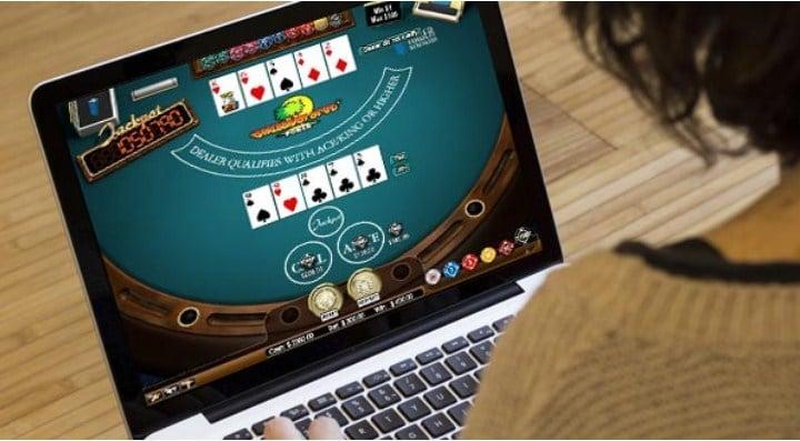 Nắm rõ các thao tác và nút bấm của game bài Poker trực tuyến