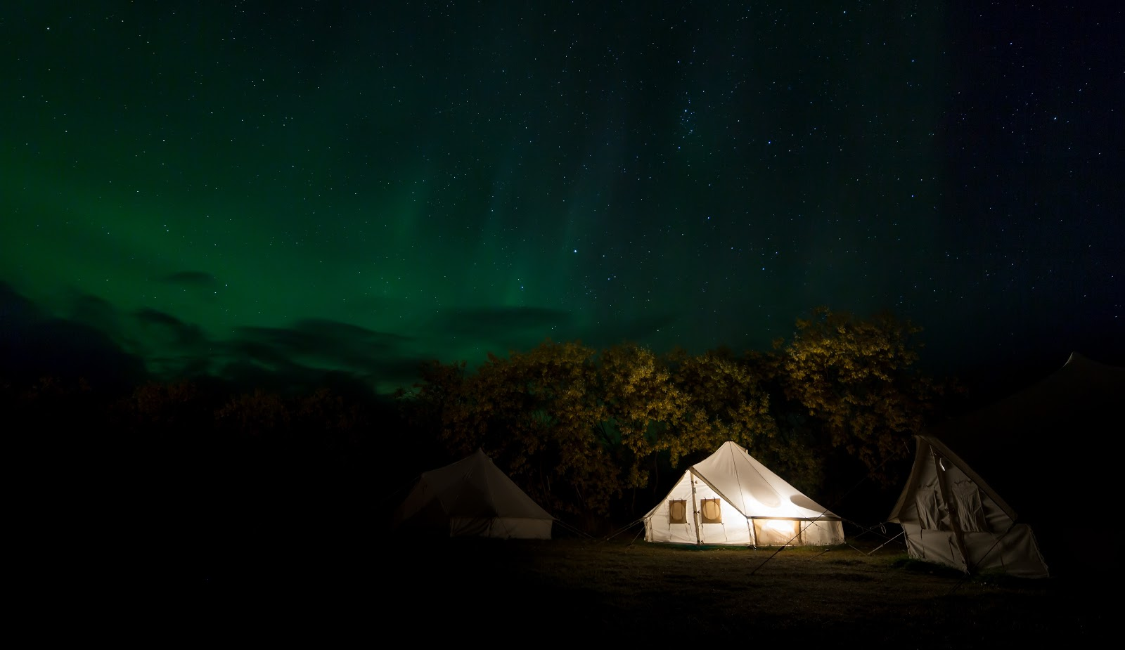Glamping tent under the Northern Lights