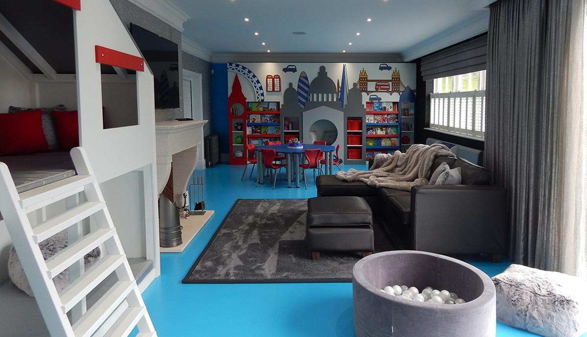 Phòng đọc sách làm phòng ngủ và khu vui chơi của các bé