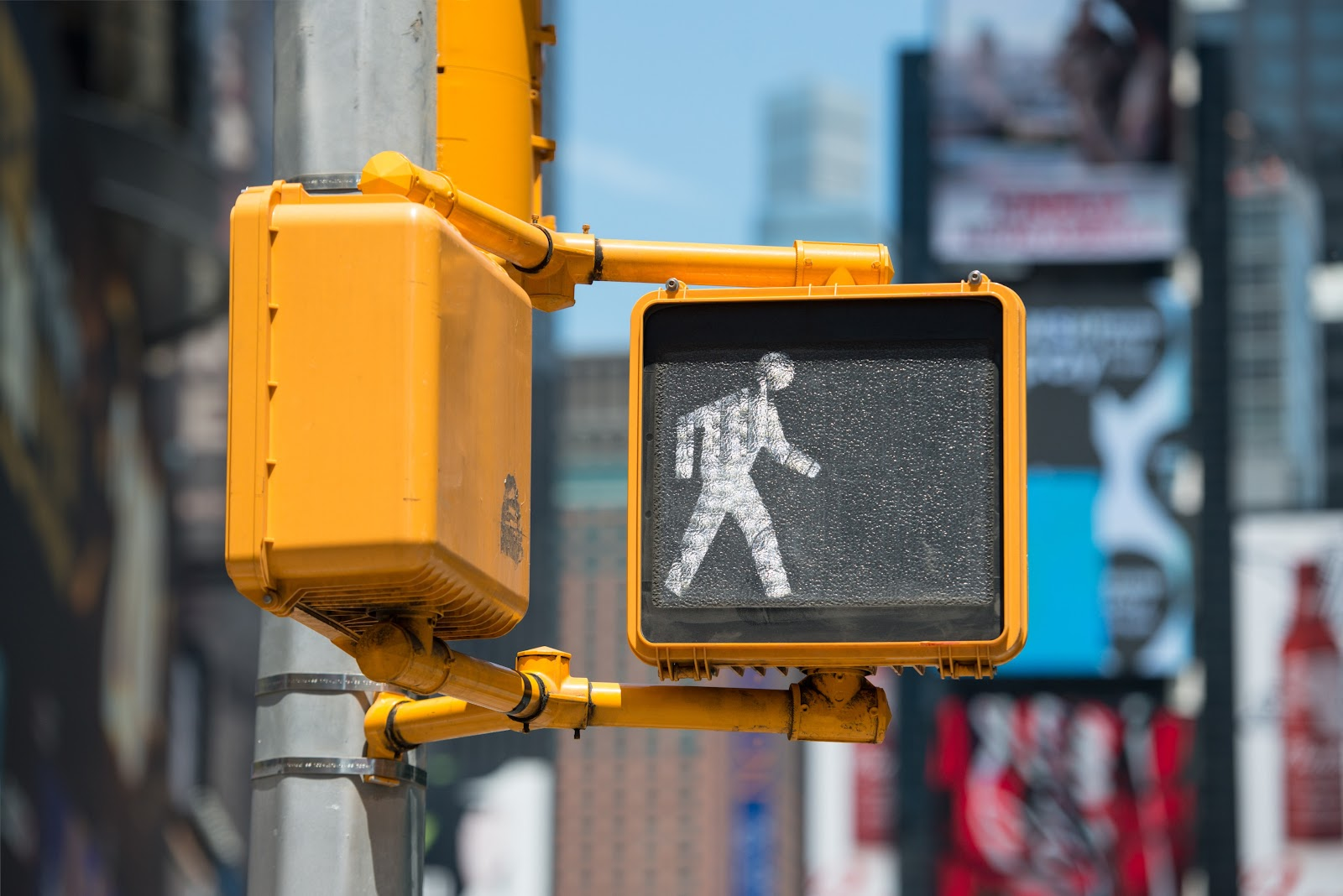 An simple and easy to understand crosswalk signal uses one icon to indicate the pedestrian has right of way.