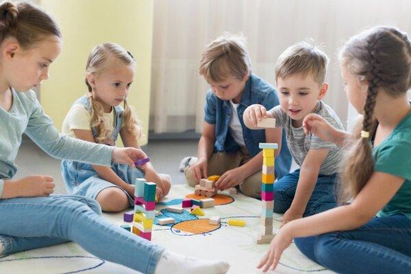 Các nguyên tắc cần tuân theo trong Montessori là gì?