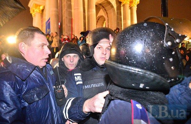 Вадим Гумен (второй слева) на Майдане 22.11.2013