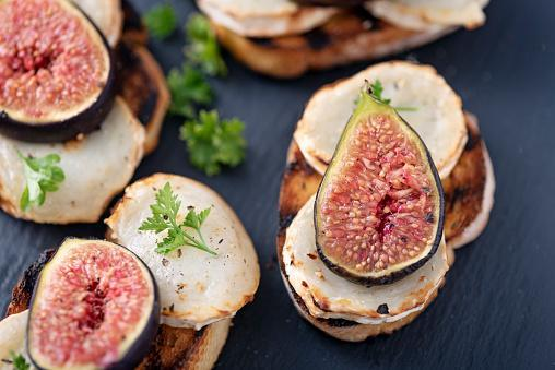 https://media.istockphoto.com/photos/fresh-figs-with-melted-goats-cheese-and-parsley-on-toasted-bread-picture-id1170756990?b=1&k=6&m=1170756990&s=170667a&w=0&h=SZk-V0vnCDSb-QqXMNvPeqWBjNAl4evrWSVMh7LWnR8=