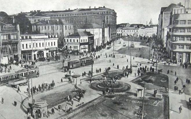 Харків, Павлівський майдан, злам 1920-30-х років. Саме тут Семен Лощенко вкопав свою батарею 3-дюймових гармат у 1918 р.