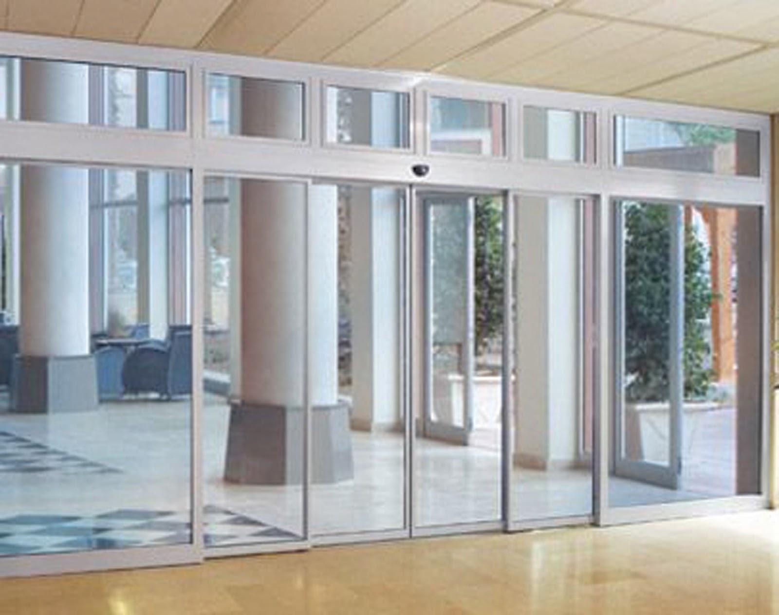 Việc chọn các tông màu cửa phù hợp sẽ mang đến tính thẩm mỹ cho tòa nhà