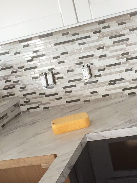 Fabulous Mosaic Glass Tile Backsplash | Ana White Woodworking Projects HC42