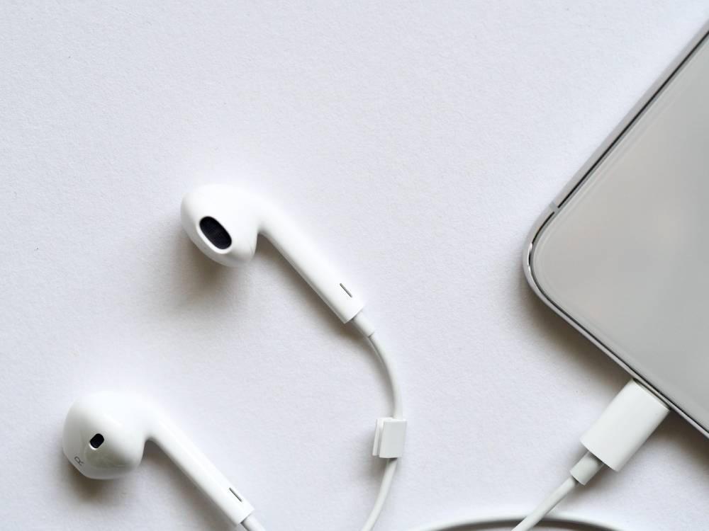 Phòng chống dịch Covid-19 lan rộng: Điện thoại, laptop, tai nghe... cần làm gì đã tiêu diệt đúng đường truyền của virus, vi khuẩn? - Ảnh 5.