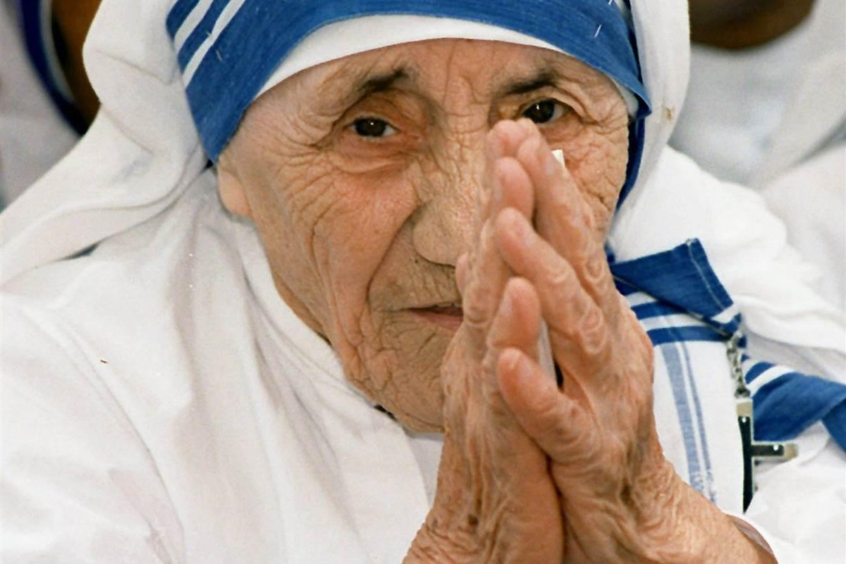 http://media1.s-nbcnews.com/j/newscms/2015_51/1345401/151218-mother-teresa-jpo-351a_3e6347048f0ffaf9232c1615f9398347.nbcnews-fp-1200-800.jpg