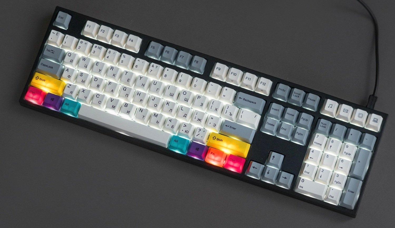 Игровая клавиатура Varmilo VA108M CMYK с включенной подсветкой