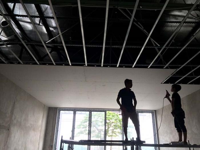 Làm trần thạch cao nhà mái tôn
