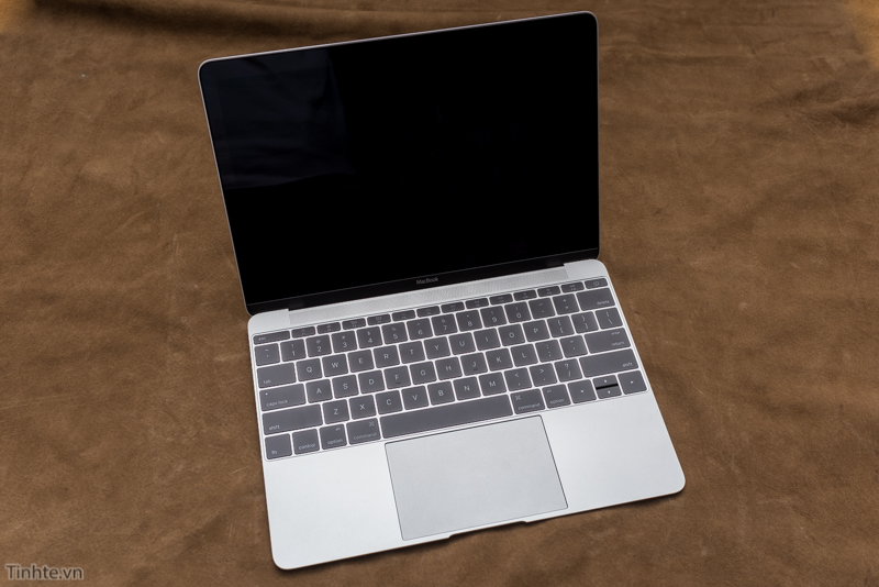 Macbook trắng