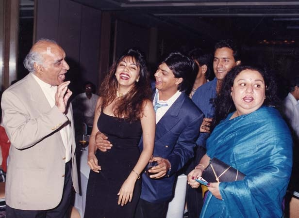 Uncommon & Unseen Photos Of Shah Rukh Khan & Gauri Khan3