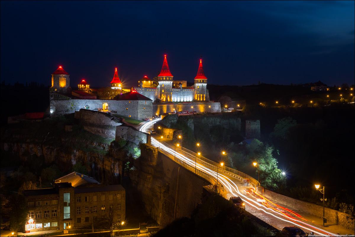 Кам'янець-Подільська фортеця вночі