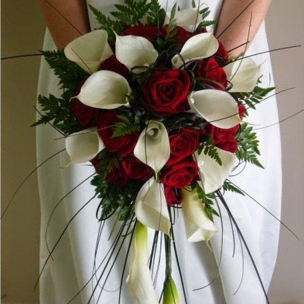 Букет невесты с розами и калами