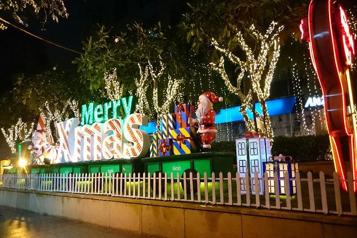 Trang trí tiểu cảnh Giáng Sinh đẹp và tráng lệ