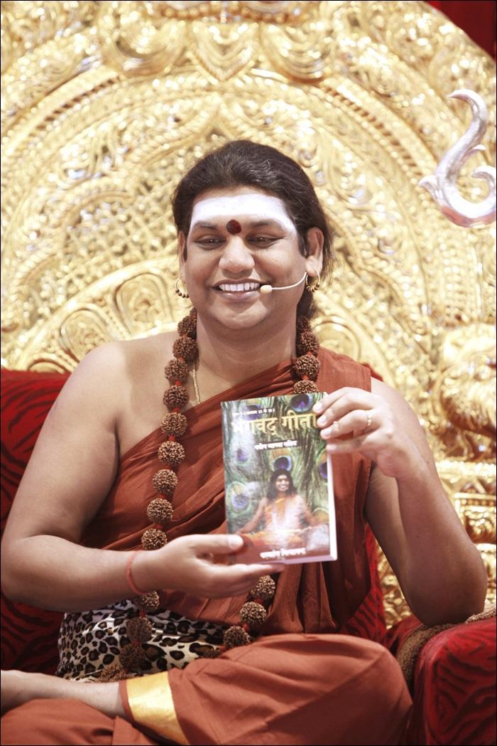 2014-05may-25-nithyananda-diary_select%20varanasi__Bhagavad%20Gita,%20the%20Third%20Volume,%20hindi%20book%20relesing%20IMG_2050Satsang.jpeg