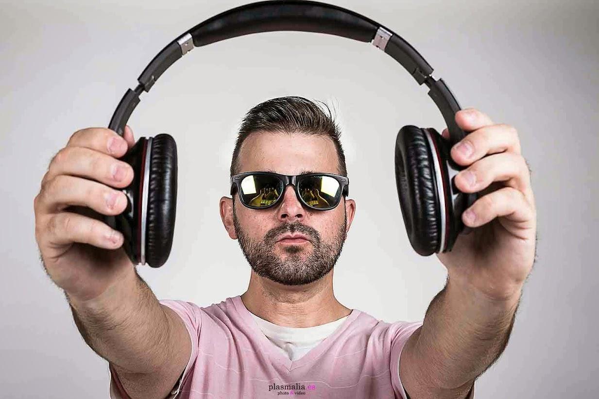 DJ Kor en su sesión de fotografía.