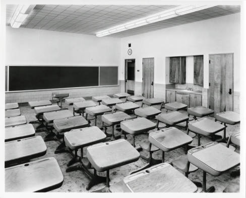 Beach_Court_Elementary_School_classroom